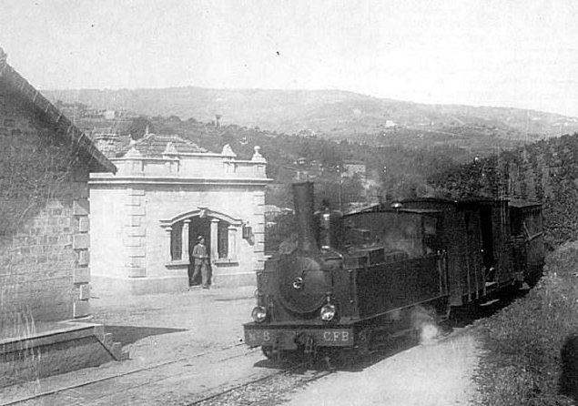 La  locomotive  Pinguely  030  n°  8   des  CFB  en  gare  de  Jarnioux  (vignoble  du  Beaujolais)